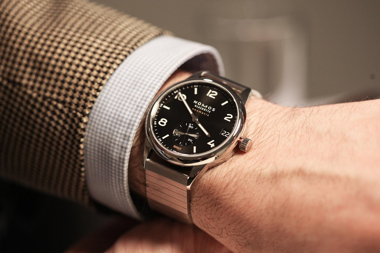 Smartwatch APPLE WATCH SPORT 42 MM CARCASA DIN ALUMINIU ARGINTIU CUREA SPORT - Quickmobile